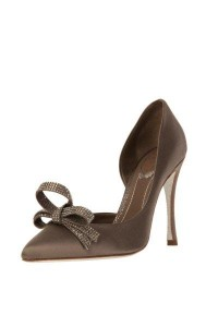 Romance decolette shoe with crystal bow